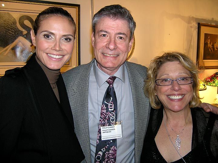 Meet Philip Chasen and his lovely wife, Lía Chasen, with Heidi Klum at the LA Antiques Show ( April 13, 2011 ).